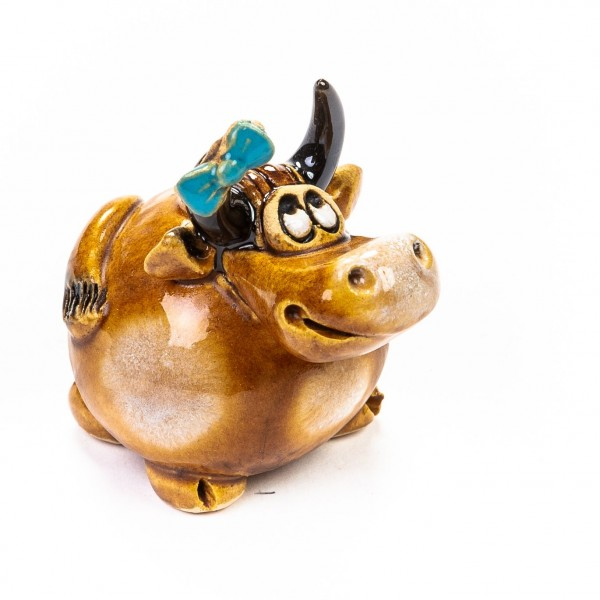 Keramik Minifigur - Kuh stehend mit blauer Schleife - gemischte Farben