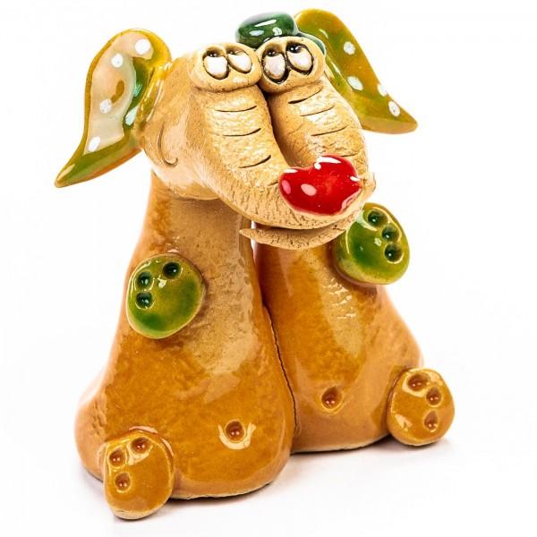 Keramik Minifigur - sitzendes Elefantenpaar mit Herz auf den Rüsseln - gemischte Farben