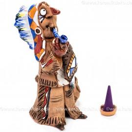 Indianer stehend mit Friedenspfeiffe. Räuchermännchen.