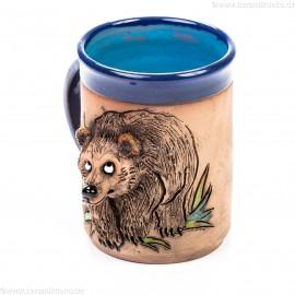 Keramiktasse blau mit Braunbär im Gras
