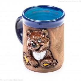 Keramiktasse mit sitzendem Bär