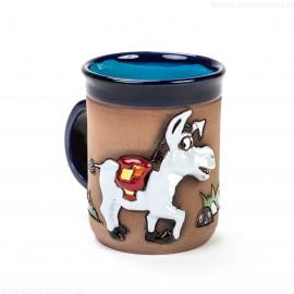 Keramiktasse mit lächelndem Esel