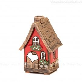 Mini Keramikhaus. Räucherhaus Nr. 7 mit Herz auf Tür.