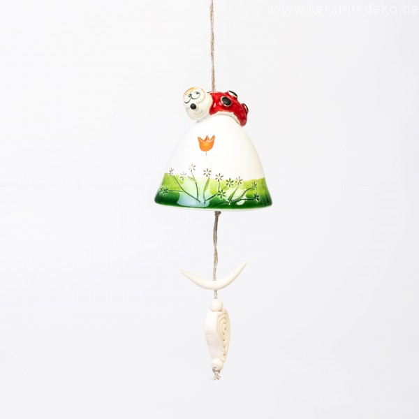 Keramikglocke mit einem Marienkäfer.