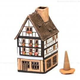 Lichthaus aus Keramik Nr. 23. Schwarzwald Fachwerkhaus mit Blumen - Teelichthalter, Räucherhaus und Aromalampe