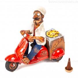 Pizza Lieferung mit einem Motorrad. Räuchermännchen. Groß.