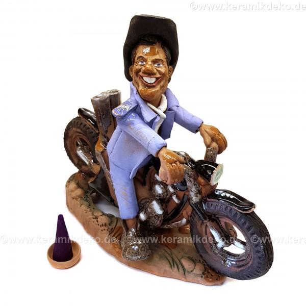 Motorradfahrer. Cowboy auf einem Motorrad. Räuchermännchen