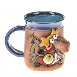 Blaue Keramiktasse mit einem Elch