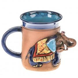 Blaue Keramiktasse mit einem Elefant und Deckel