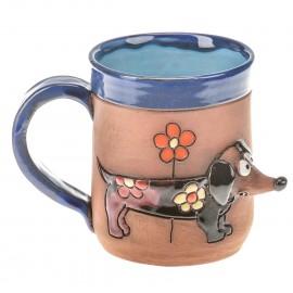 Blaue Keramiktasse mit einem Dachshund und einer Blume I